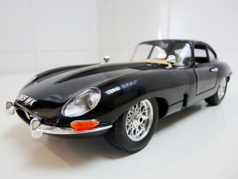 Jaguar Type E Coupé noir - 1961 - BBurago 1/18 Jte_cn21