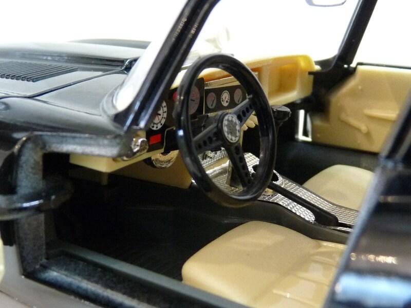 Jaguar Type E Coupé noir - 1961 - BBurago 1/18 Jte_cn26