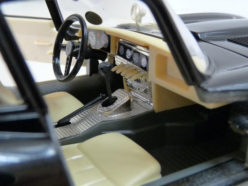 Jaguar Type E Coupé noir - 1961 - BBurago 1/18 Jte_cn27