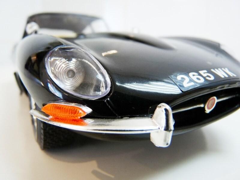 Jaguar Type E Coupé noir - 1961 - BBurago 1/18 Jte_cn32