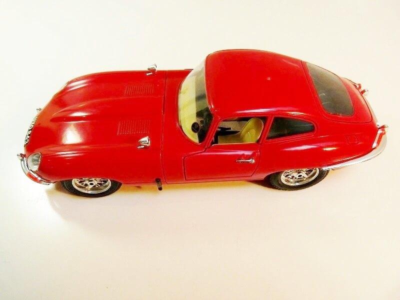 Jaguar Type E Coupé rouge - 1961 - BBurago 1/18 ème Jte_cr10