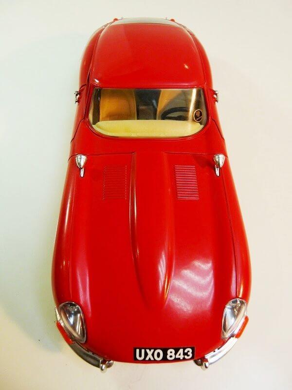 Jaguar Type E Coupé rouge - 1961 - BBurago 1/18 ème Jte_cr13