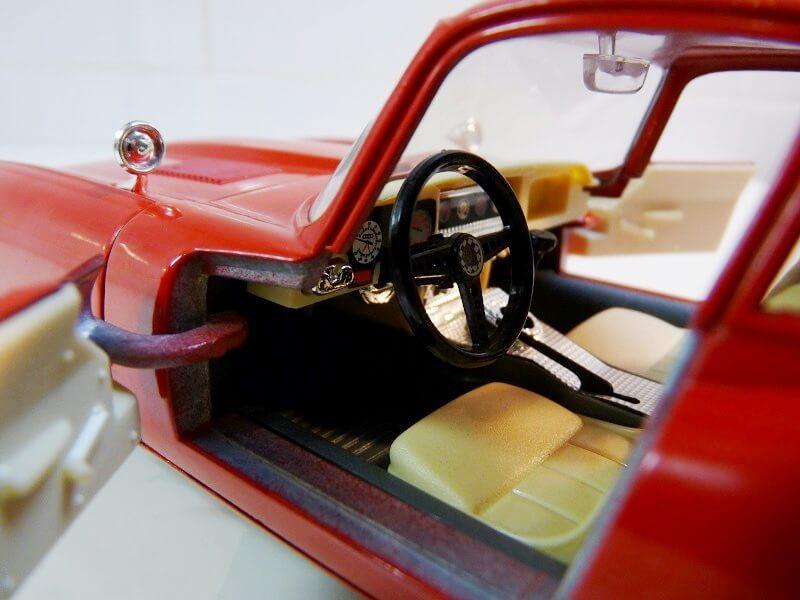Jaguar Type E Coupé rouge - 1961 - BBurago 1/18 ème Jte_cr18