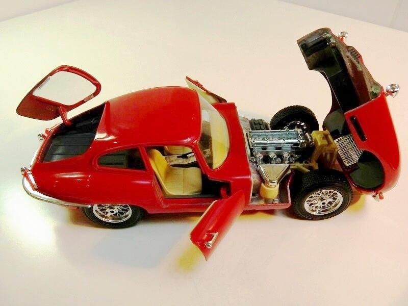 Jaguar Type E Coupé rouge - 1961 - BBurago 1/18 ème Jte_cr19