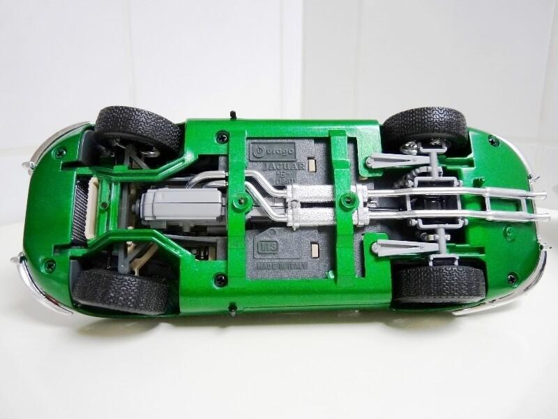 Jaguar Type E Coupé vert- 1961 - BBurago 1/18 Jte_cv10