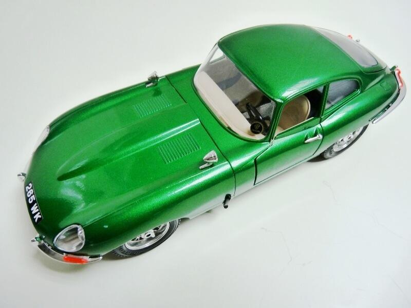 Jaguar Type E Coupé vert- 1961 - BBurago 1/18 Jte_cv11