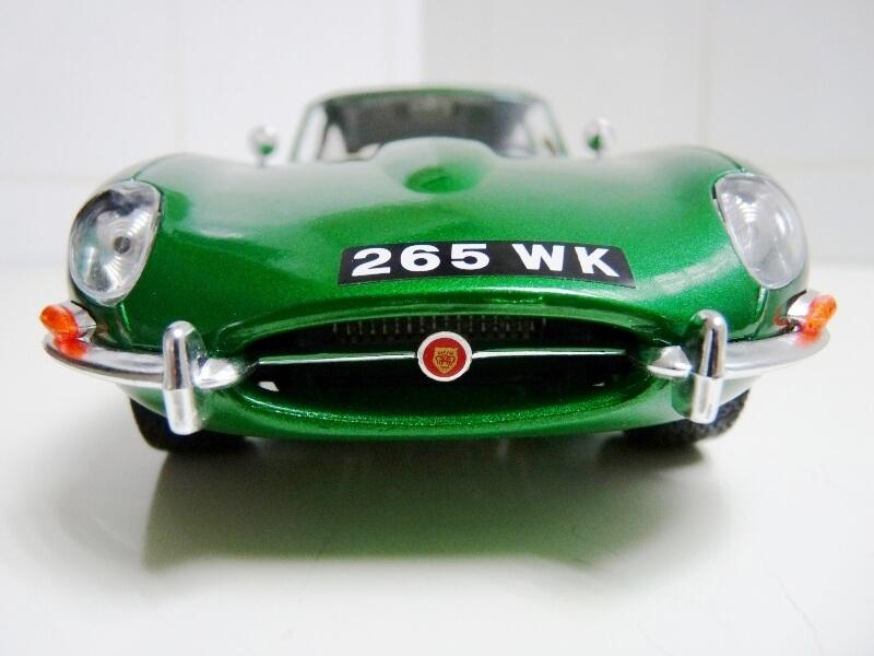 Jaguar Type E Coupé vert- 1961 - BBurago 1/18 Jte_cv12