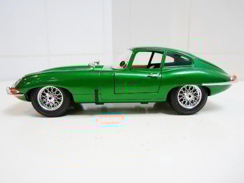 Jaguar Type E Coupé vert- 1961 - BBurago 1/18 Jte_cv14