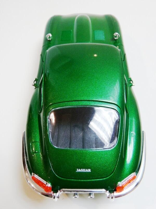 Jaguar Type E Coupé vert- 1961 - BBurago 1/18 Jte_cv15