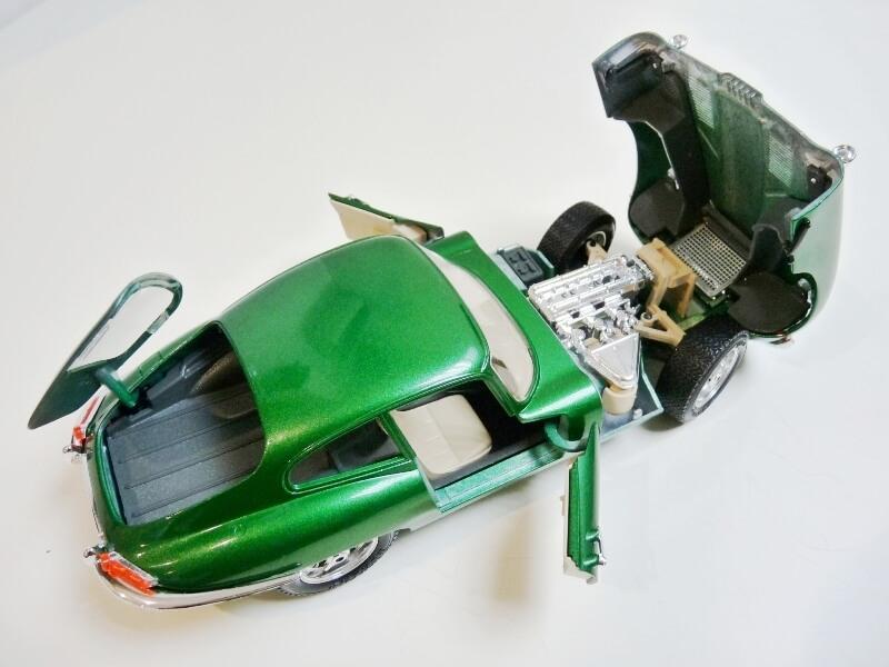 Jaguar Type E Coupé vert- 1961 - BBurago 1/18 Jte_cv17