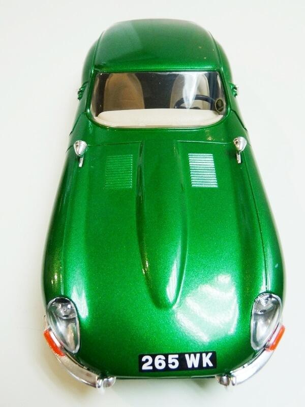 Jaguar Type E Coupé vert- 1961 - BBurago 1/18 Jte_cv18