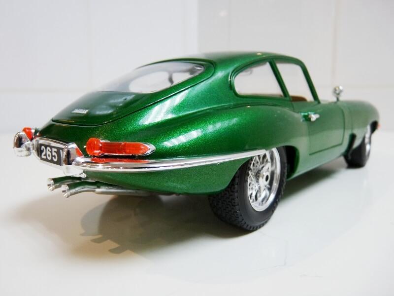 Jaguar Type E Coupé vert- 1961 - BBurago 1/18 Jte_cv20