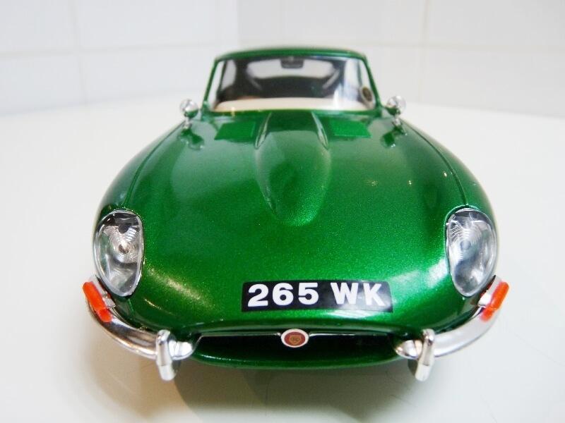 Jaguar Type E Coupé vert- 1961 - BBurago 1/18 Jte_cv24
