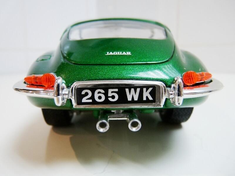 Jaguar Type E Coupé vert- 1961 - BBurago 1/18 Jte_cv25