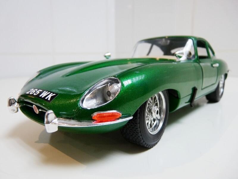 Jaguar Type E Coupé vert- 1961 - BBurago 1/18 Jte_cv31