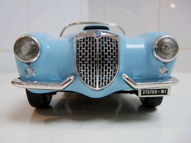 Lancia Aurélia B24 Spider bleu - 1955 - BBurago 1/18 ème Lancia24