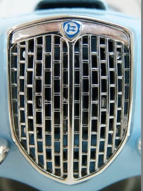 Lancia Aurélia B24 Spider bleu - 1955 - BBurago 1/18 ème Lancia29