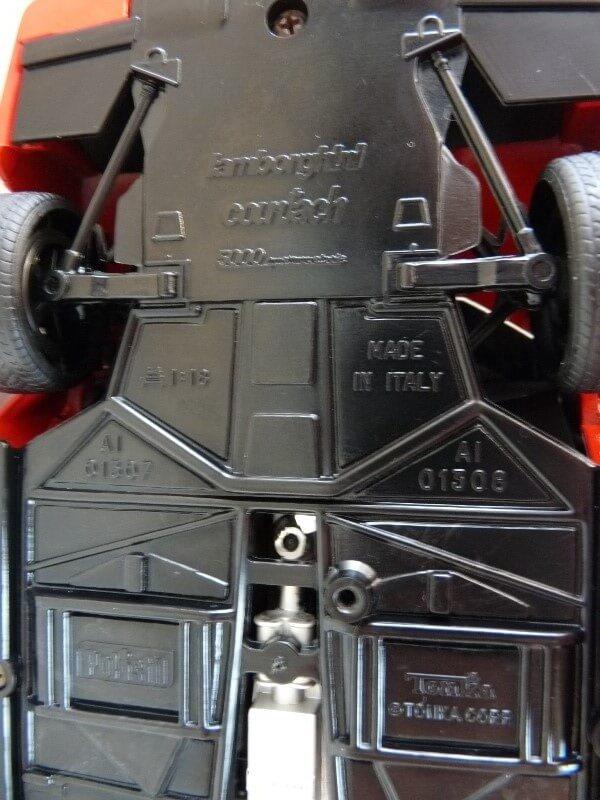 Lamborghini Countach LP 5000 QuattroValvole - 1983 - Tonka Polistil 1/18 ème Lclp_514