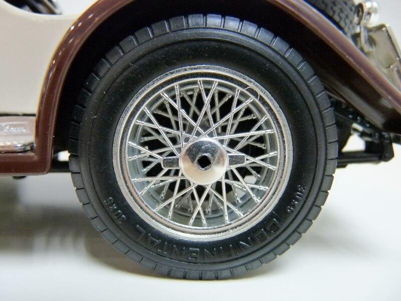 Mercedes Benz SSKL - 1928 - BBurago 1/18 ème Merced50