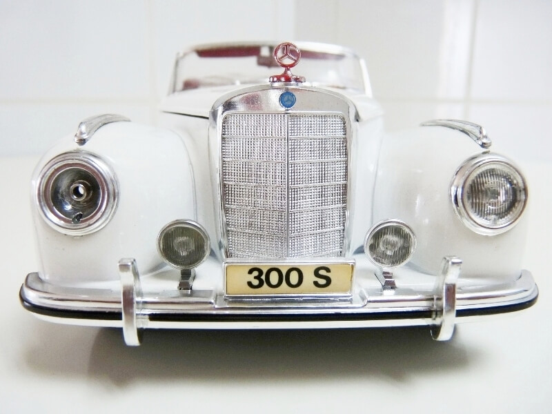 Mercedes Benz 300 S - 1955 - Maisto 1/18 ème Merced66