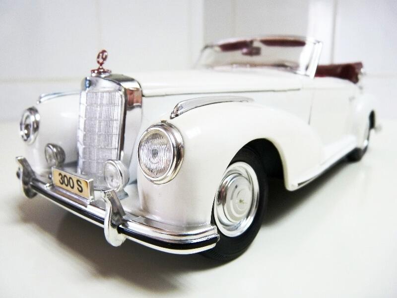 Mercedes Benz 300 S - 1955 - Maisto 1/18 ème Merced69