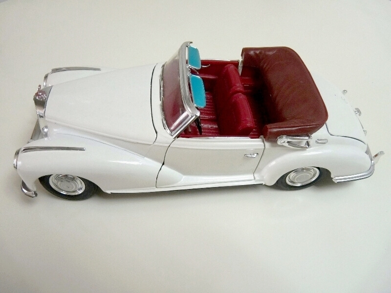 Mercedes Benz 300 S - 1955 - Maisto 1/18 ème Merced72