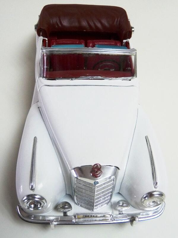 Mercedes Benz 300 S - 1955 - Maisto 1/18 ème Merced75