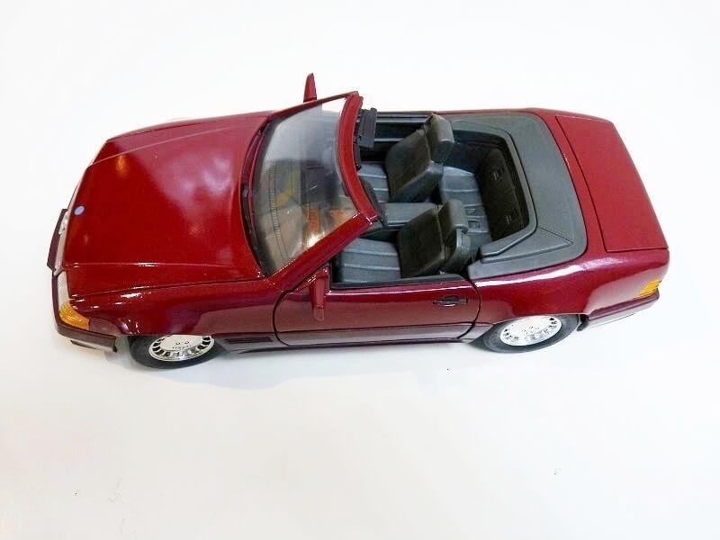 Mercedes SL 500 - 1989 - Maisto 1/18 ème Merced76