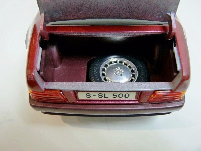 Mercedes SL 500 - 1989 - Maisto 1/18 ème Merced79