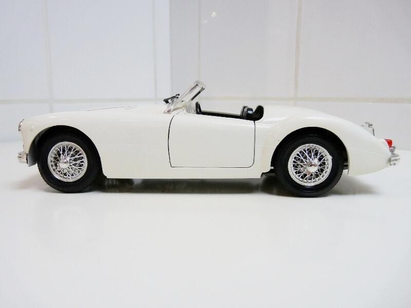 MG A Twin-Cam - 1959 - Tonka Polistil 1/16 ème Mgatc511