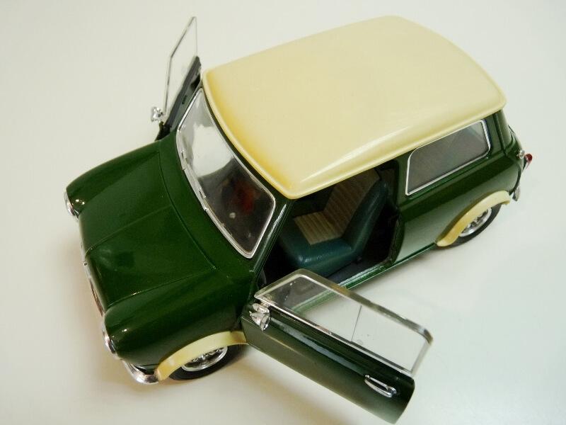 Mini Cooper S - 1964 - Solido 1/16 ème Mini_c17