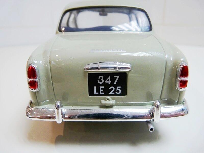 Peugeot 403 - 1959 - Solido 1/18 ème Peugeo36
