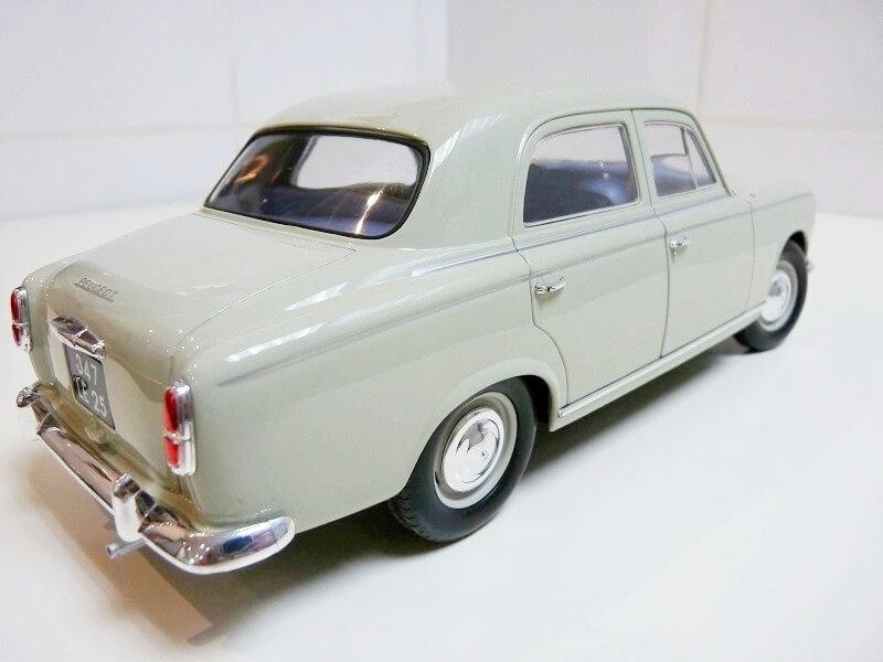 Peugeot 403 - 1959 - Solido 1/18 ème Peugeo38