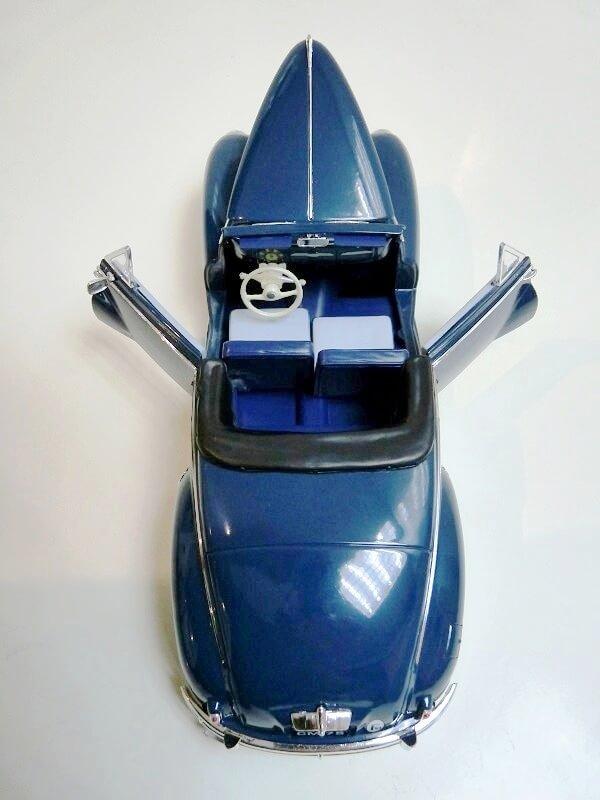 Peugeot 203 Cabriolet - 1964 - Solido 1/18 ème Peugeo54