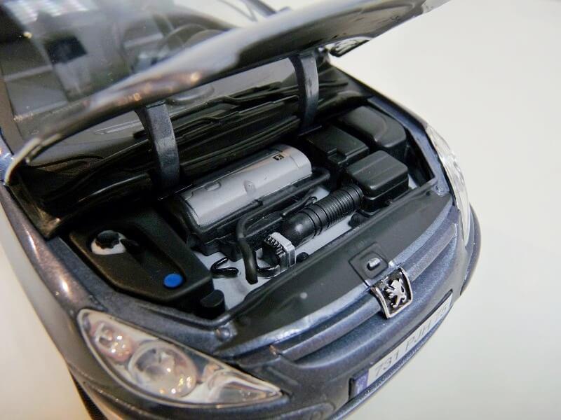 Peugeot 307 cc - 2003 - Solido 1/18 ème Peugeo83