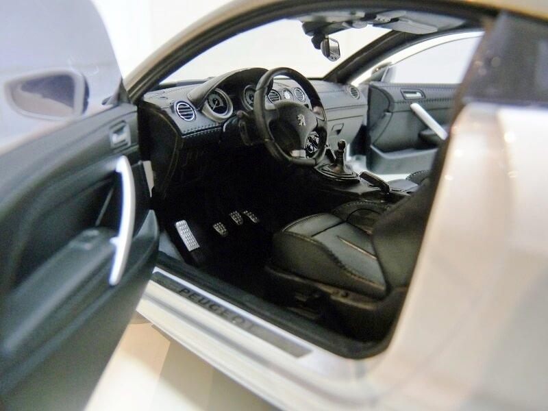 Peugeot RCZ - 2009 - Norev 1/18 ème Peugeo87