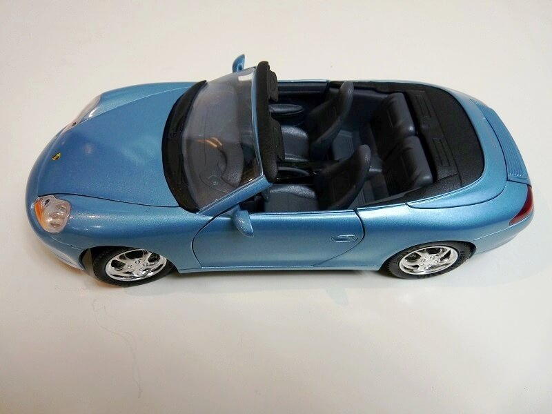 Porsche 911 Carrera Cabriolet - 2003 - Solido 1/18 ème Porsc108