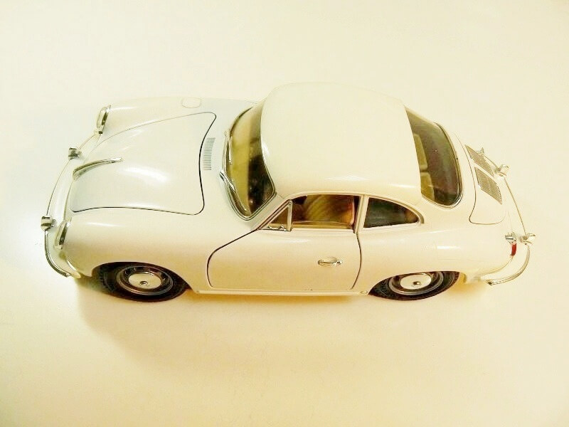 Porsche 356 B - 1961 - BBurago 1/18 ème Porsch12