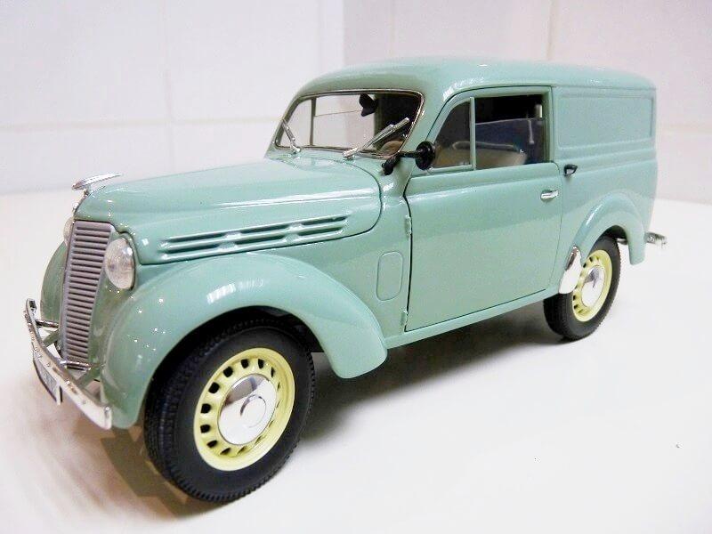 Renault Juvaquatre Utilitaire - 1938 - Solido 1/18 ème Renaul12