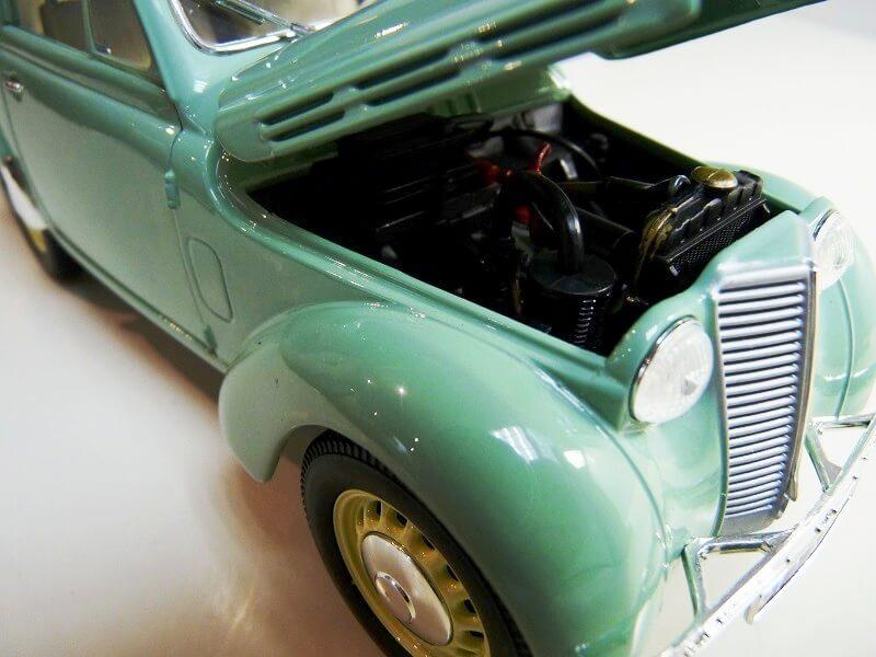 Renault Juvaquatre Utilitaire - 1938 - Solido 1/18 ème Renaul13