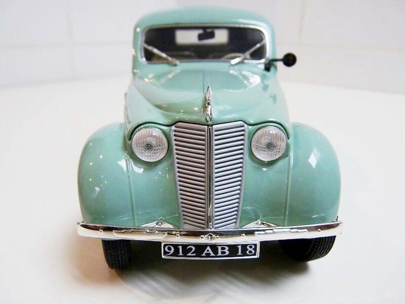 Renault Juvaquatre Utilitaire - 1938 - Solido 1/18 ème Renaul15