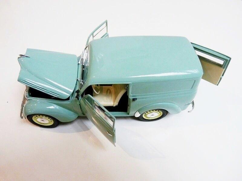 Renault Juvaquatre Utilitaire - 1938 - Solido 1/18 ème Renaul16