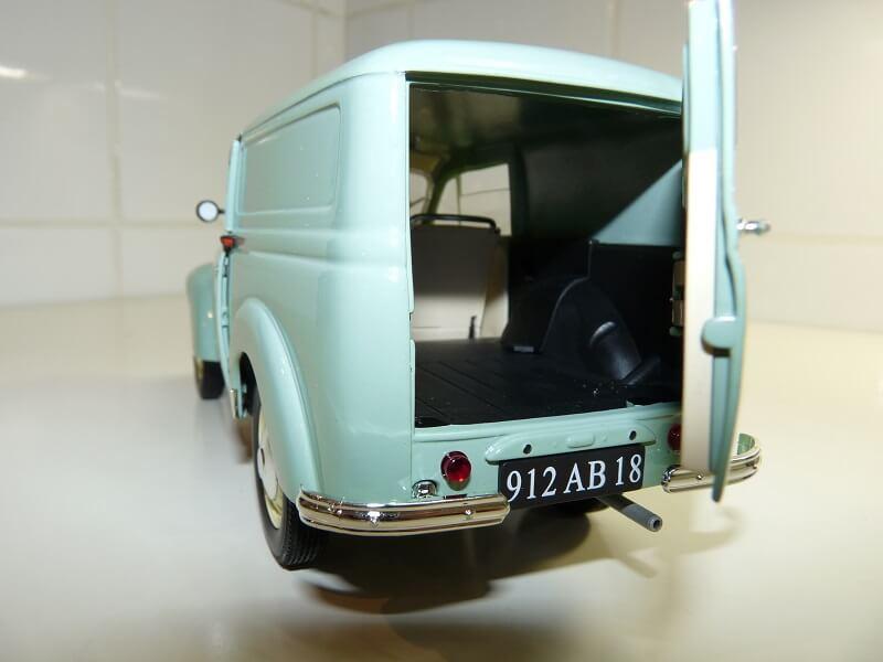 Renault Juvaquatre Utilitaire - 1938 - Solido 1/18 ème Renaul17