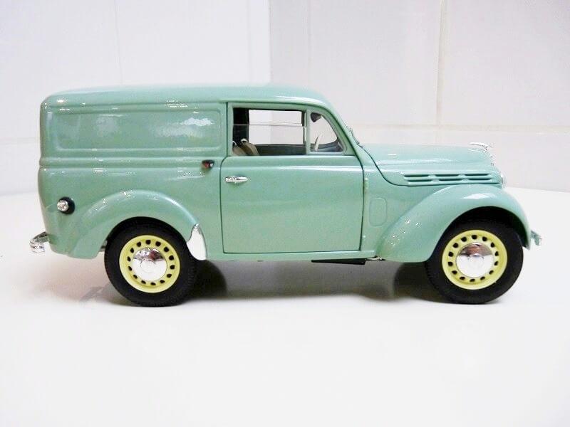 Renault Juvaquatre Utilitaire - 1938 - Solido 1/18 ème Renaul18