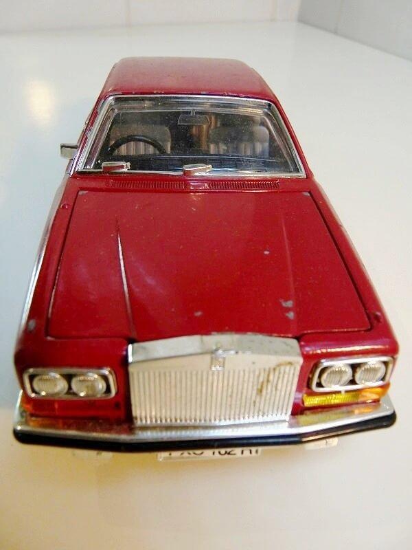 Restaurations de véhicules pour collection au 1/18éme Rep_ro12