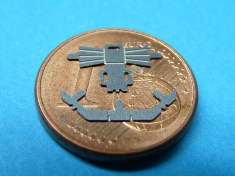 Titanic 3D métal kit au 1/2000 ème T007710