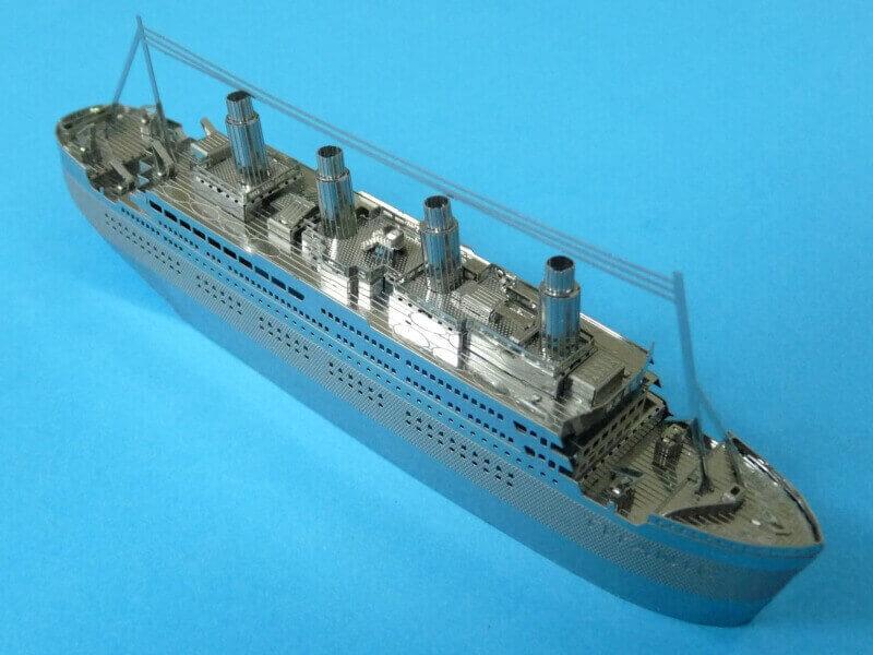 Titanic 3D métal kit au 1/2000 ème - Page 2 T020410