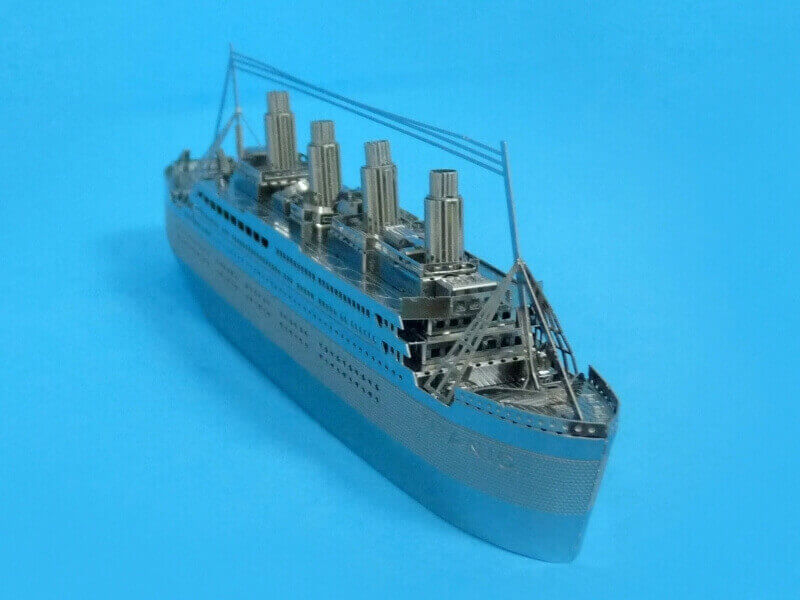 Titanic 3D métal kit au 1/2000 ème - Page 2 T022610