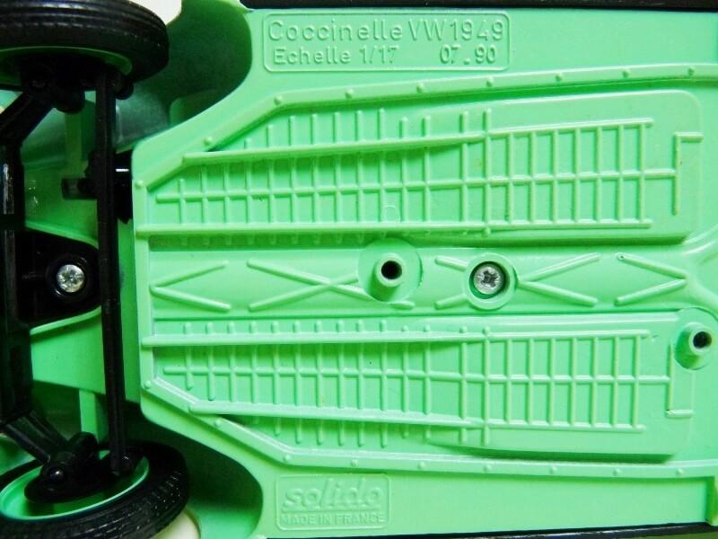 Volkswagen Coccinelle Berline - 1949 - Solido 1/18 ème Volksw25