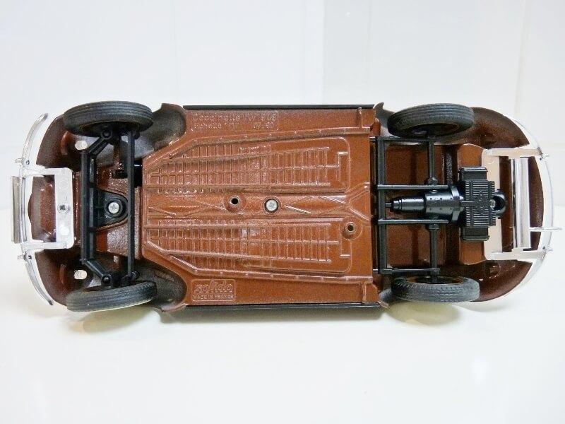 Volkswagen Coccinelle Cabriolet - 1949 - Solido 1/18 ème Volksw28